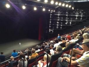 la plus grande salle : le grand théâtre Lumière, avec Thierry Frémaux au fond sur scène !