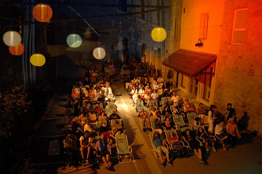 2013 - En plein air avec l'Oreille est Hardie : projection de Sound of noise pour le Festival Tout Azimut